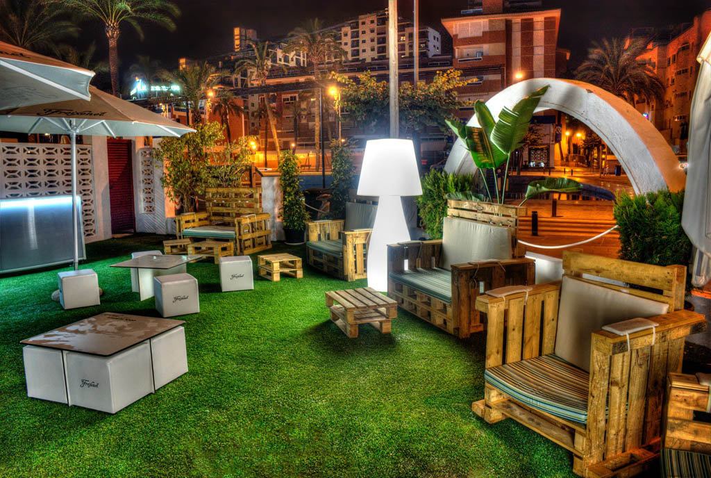 innogarden-cesped-artificial-alicante-restaurante-terraza